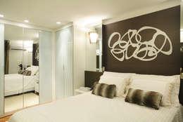 Apartamento Barra da Tijuca: Quartos  por Cris Moura Arquitetura