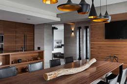 Two Levels: Столовые комнаты в . Автор – NOTT DESIGN STUDIO