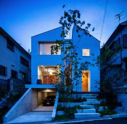 クレバスハウス 外観の夕景: 株式会社seki.designが手掛けた家です。