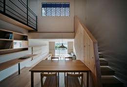 押部谷の家 キッチンから吹き抜け/LDKを望む: 株式会社seki.designが手掛けたダイニングです。