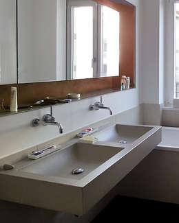 Betonwaschtisch Izumi : moderne Badezimmer von oggi-beton