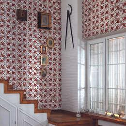 Paredes y pisos de estilo rústico por Paper Moon