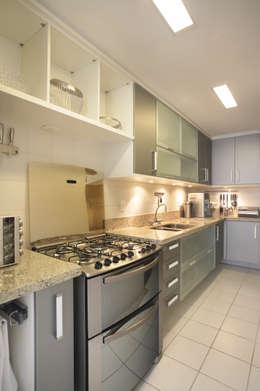Cocinas de estilo moderno por Cris Moura Arquitetura