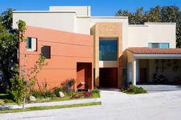 Projekty, nowoczesne Domy zaprojektowane przez Excelencia en Diseño