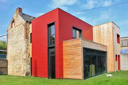 Vue de l'extension côté jardin: Maisons de style de style Minimaliste par ATELIER 970 sarl