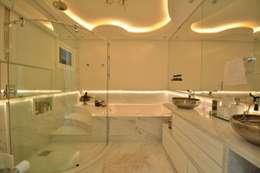modern Bathroom by Paulinho Peres Group