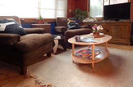 MESA NUEBE LENTICULAR: Livings de estilo ecléctico por TocToc - Muebles y Objetos Argentinos