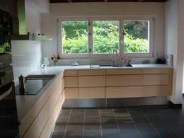 extension d'une villa à Comuny (Suisse):  de style  par agence d'architecture nadia poss