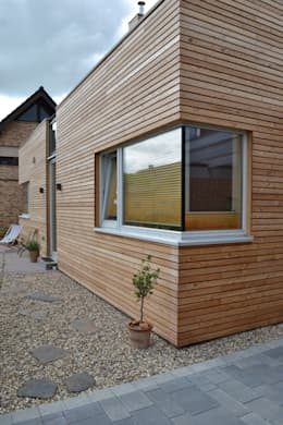 Straßenfassade:  Holzhaus von arieltecture Gesellschaft von Architekten mbH BDA