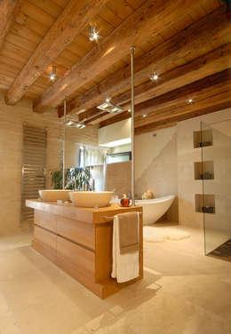modern Bathroom by STUDIO CERON & CERON
