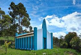 SÍTIO OURO PRETO: Casas rústicas por Beth Marquez Interiores