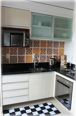 Cocinas de estilo moderno por Tuti Arquitetura