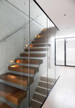 unlimited architekten     neumann + rodriguez의  복도 & 현관