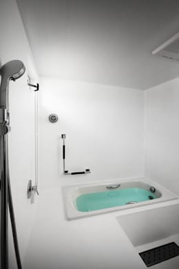 近江八幡の家・浴室: タクタク/クニヤス建築設計が手掛けた浴室です。