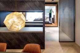 Showroom design - Hakwood Studio Tirol:  Winkelcentra door Standard Studio - Amsterdam