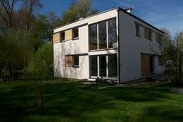 Maison Bioclimatique: Maisons de style de style Moderne par Architecture Landscape & Urban planning