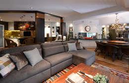 RESIDENCIA  JL: Salas multimídia rústicas por Dalton Vidotti Arquitetura