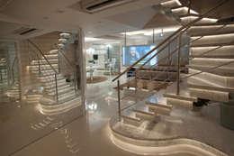 Mansão Vertical: Escadas  por Paulinho Peres Group