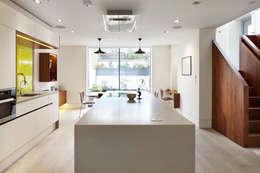 Cocinas de estilo moderno por Fraher Architects Ltd