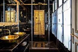 Maison d'hôte: Salle de bain de style de style Méditerranéen par Maurine Tric