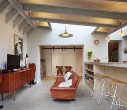 غرفة المعيشة تنفيذ Fraher Architects Ltd