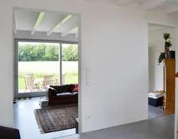 Wohnbereich: moderne Wohnzimmer von arieltecture Gesellschaft von Architekten mbH BDA