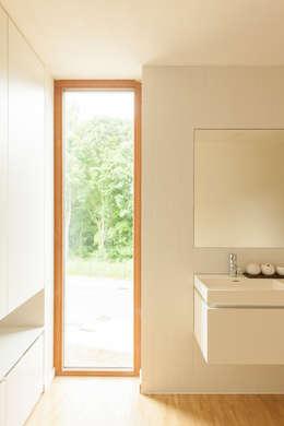 H118: moderne Badkamer door das - design en architectuur studio bvba