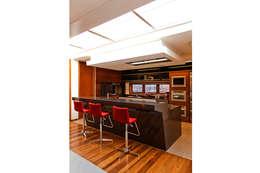CASA HAACK: Cozinhas modernas por 4D Arquitetura