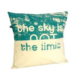 http://maqudesign.com/poduszki-dekoracyjne/z-napisami: styl , w kategorii Sypialnia zaprojektowany przez MAQUDESIGN