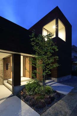 Projekty, minimalistyczne Domy zaprojektowane przez arakawa Architects & Associates