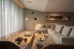 Casa Barrancas: Salas de estilo moderno por Ezequiel Farca