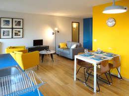 Couleur et lumière: Salle à manger de style de style Moderne par Carole Montias-Studio