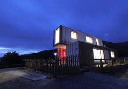 Projekty, nowoczesne Domy zaprojektowane przez thinkTREE Architects and Partners