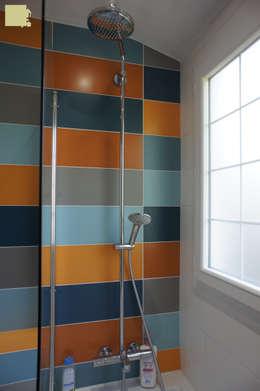 Rénovation maison Q. à St-Genis-Laval (Rhône): Salle de bains de style  par Marion Bochirol Architecte d'Intérieur CFAI