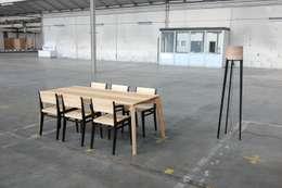 ES met stoelen: scandinavische Eetkamer door Atelier 4d