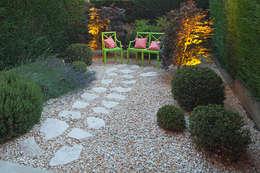 Giardino in Acqui Terme AL: Giardino in stile in stile Eclettico di silvia delpiano studio e progettazione giardini
