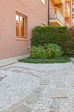 Jardines de estilo ecléctico por silvia delpiano studio e progettazione giardini
