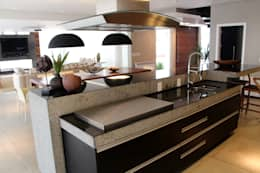modern Kitchen by Arq. Leonardo Silva