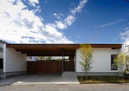 諏訪の住宅: 井上洋介建築研究所が手掛けた家です。