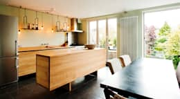 Oak Kitchen: moderne Keuken door Atelier 010