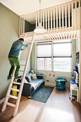 Projekty,  Pokój dziecięcy zaprojektowane przez Atelier 010