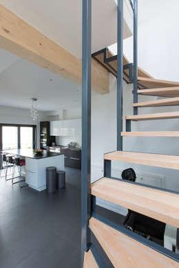 industriële Gang, hal & trappenhuis door agence MGA architecte DPLG