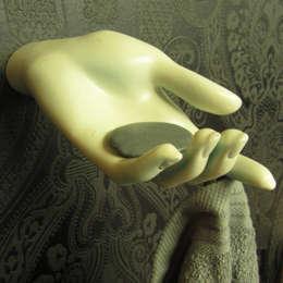 Handdoekhand: eclectische Badkamer door Cucú