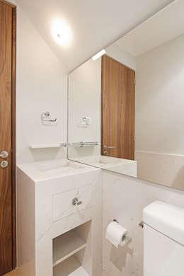 Baños de estilo moderno por Faci Leboreiro Arquitectura