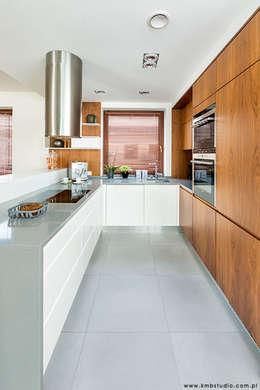 dom Kryspinów : styl , w kategorii Kuchnia zaprojektowany przez kmb studio