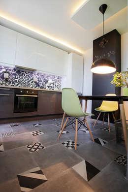 Функциональная студия из типовой однушки ИП-46с для молодой пары: Кухни в . Автор – Space for life