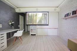 Функциональная студия из типовой однушки ИП-46с для молодой пары: Гостиная в . Автор – Space for life