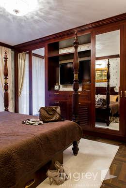 Classic Design - 230m2: styl , w kategorii Sypialnia zaprojektowany przez TiM Grey Interior Design