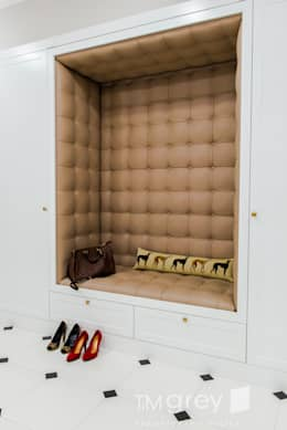 Classic Design - 230m2: styl , w kategorii Korytarz, przedpokój zaprojektowany przez TiM Grey Interior Design