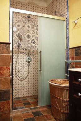 Санузел хозяйственный.: Ванные комнаты в . Автор – Мария Остроумова